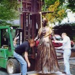 Installation of the bronze statue by sculptor Thomas Jay Warren, October 2002